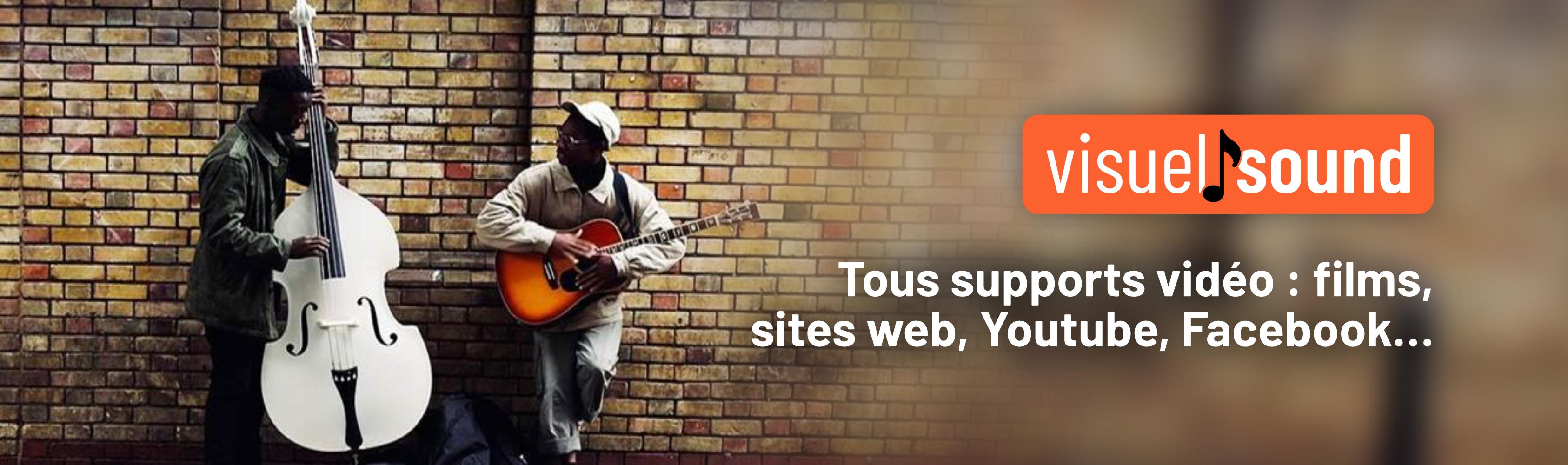 Third slide, un duo de musicien de rue avec une contrebasse blanche et une guitare avec messages, youtube, facebook, tous supports vidéo, films, site web, folk joue une musique libre de droit pour vidéo
